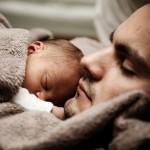 赤ちゃんとの睡眠!添い寝のメリットとデメリットについて!