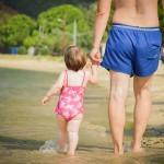 歩き出した赤ちゃんを見守るうえで注意するべきこととは?