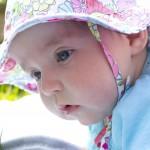新生児の「首がすわる」とはどういう状態?見守るうえで注意すべきこととは?