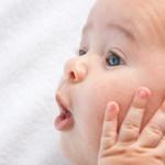 赤ちゃんの耳掃除をしよう!上手に耳垢をとってあげる3つのポイントとは?