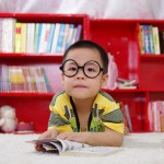 赤ちゃんの目が見え始める時期は?視力の発達において重要な事とは?
